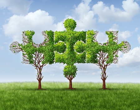 Wachsende Netzwerkverbindung mit einer Gruppe von drei Bäumen in Form von Puzzleteilen vereint und treffen zusammen, um eine starke stabile finanzielle Team und Business-Partnerschaft basiert auf Vertrauen bilden