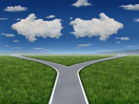 cruce de caminos: Decisión de inspiración como un grupo de nubes en la forma de un signo de flecha apuntando en caminos opuestos como un símbolo dilema del negocio de un concepto encrucijada