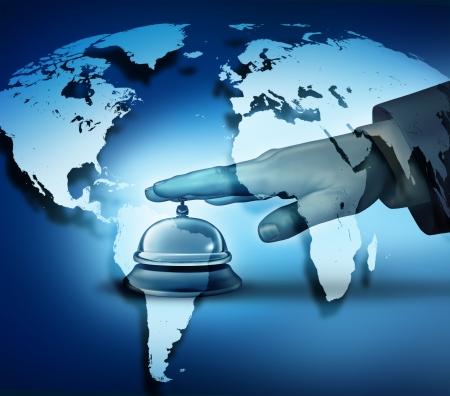 Global service van het hotel concept met een menselijke hand rinkelen van een bel op een blauwe wereldkaart achtergrond als een hotel symbool van eersteklas internationale hospitality service Stockfoto
