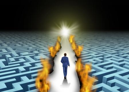 the maze: Liderazgo innovador y abrir caminos o pionera concepto de negocio con un hombre de negocios a pie a trav�s de un laberinto o laberinto que es abierto por un camino ardiente como un s�mbolo de soluciones creativas Foto de archivo