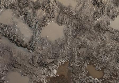Moddertextuur of natte bruine bodem met natuurlijke organische klei en geologische sediment mengsel als in rughing het in een vuile modderige landweg veen na de regen of regenseizoen gevonden in een vochtige vochtige klimaat
