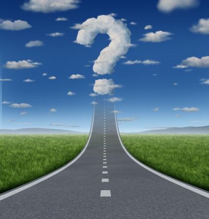 signo de interrogacion: Preguntas y estrategia de éxito incierto con un camino o carretera que sube al cielo desapareciendo en una nube con forma de signo de interrogación como un concepto de negocio de los desafíos de alcanzar sus metas