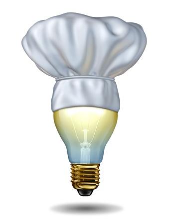 Koken ideeën en creatieve keuken of bakken creativiteit met een chef-kok hoed op een verlichte gloeilamp op een witte achtergrond als eten en drinken concept van de intelligente maaltijd keuzes