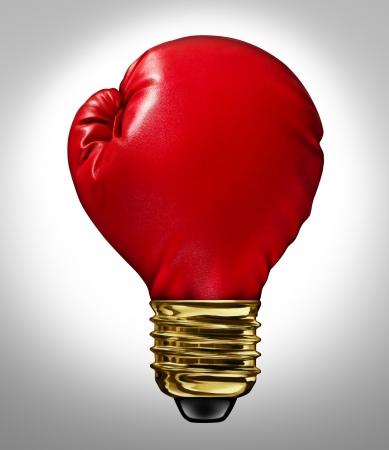 Creatieve kracht en krachtige ideeën business innovatie concept met een rood gloeiende bokshandschoen gevormd als een gloeilamp die een sterke innovatieve nieuwe manier van denken en concurrerende verbeelding