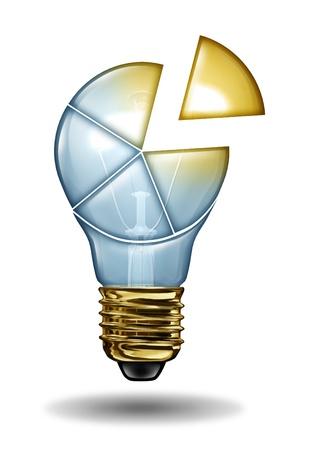 competitividad: Pastel creativo forma de gráfico de una bombilla con secciones que son brillantes e iluminados como un concepto de negocio de los datos de los sectores de innovación de nuevas ideas y la imaginación Foto de archivo
