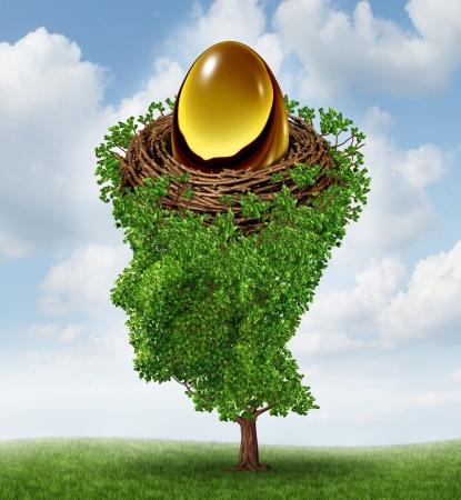 gniazdo jaj: Zarządzanie skarbonkę jako koncepcji finansowej z rosnącym drzewem zielonym w kształcie ludzkiej głowy wspierającego inwestycje zagnieżdżony w przyszłości funduszu emerytalnego jako plan K 401