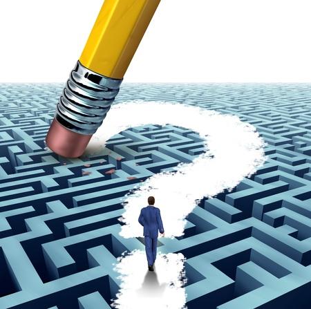 laberinto: Cuestiones de liderazgo en busca de soluciones con un empresario caminando a trav�s de un complicado laberinto abierto por un borrador de l�piz pregunta marca como un concepto de negocio de �xito financiero innovador pensamiento