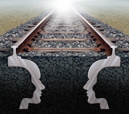 Team strategie business concept als een spoorlijn in perspectief met de vorm van de twee hoofden van mensen ondergrondse werken samen als een team met een sterk partnerschap met een gemeenschappelijk doel voor succes Stockfoto - 20688489