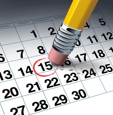 emploi du temps: Annuler un rendez-vous et le changement de concept d'affaires de calendrier avec un crayon gomme effacer un cercle rouge soulign�e comme un symbole de la gestion du temps en reportant