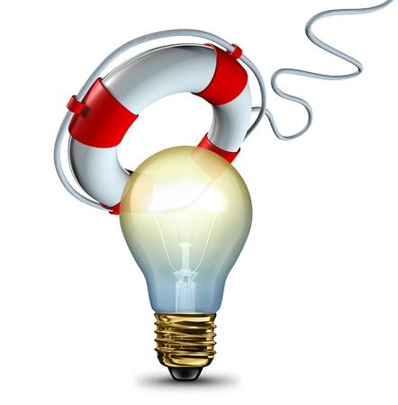 bombillo ahorrador: Guardar la idea y la protecci�n de pensamientos innovadores con una bombilla de ser salvado o rescatado por un salvavidas como un s�mbolo de rescate o la informaci�n de copia de seguridad de datos y al recuperar archivos importantes como un icono de la tecnolog�a