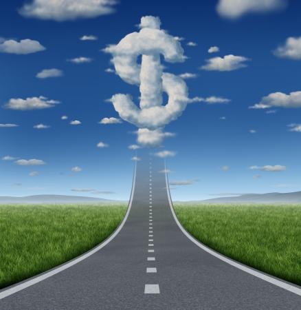 Fortuin weg bedrijfsconcept en financiële vrijheid symbool met een rechte weg of snelweg omhoog naar een groep van wolken gevormd als een dollarteken als een icoon van het maken van geld voor welvaart Stockfoto