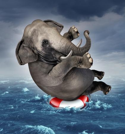 Overleven tegenspoed en managen van risico's voor grote zakelijke uitdagingen en onzekerheden met een grote olifant drijvend op een reddingsboei in een storm oceaan achtergrond overwinnen van angst voor verlies voor doel succes