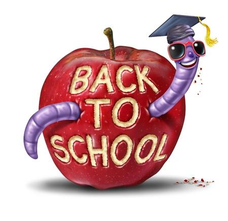 gusanos: Volver a la manzana de la escuela con un car�cter gusano diversi�n que lleva una gorra de graduaci�n que se ha comido las palabras de la fruta como la educaci�n y el concepto de aprendizaje para los ni�os y los ni�os que est�n en la escuela primaria o secundaria