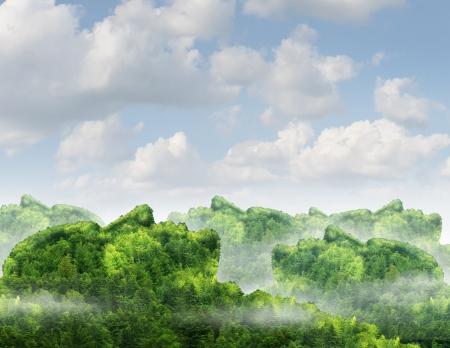 Menselijke communicatie netwerk business concept met een groene bos berg natuurlijke landschap gevormd als een georganiseerde groep van menselijke hoofden als een technologie symbool van verbindingen partnerschap van mens tot mensen