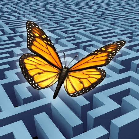 laberinto: Cree en ti mismo concepto y metáfora para el éxito con una mariposa monarca en un viaje volando sobre un complicado laberinto o el laberinto de superar la adversidad y los obstáculos como una forma de vida humana y la idea de negocio