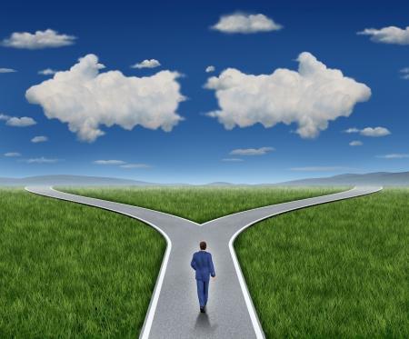 Preguntas de orientación empresarial y trayectoria profesional como una persona de negocios a pie de una carretera cruce con dos nubes en forma como flechas que apuntan en direcciones opuestas sobre un cielo de verano azul y la hierba representan guía asesoramiento financiero y en busca de respuestas