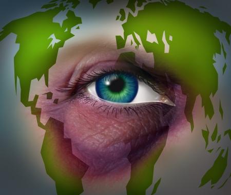 mundo contaminado: La violencia dom�stica y abuso de Global concepto de la madre tierra con un ojo negro magullado violenta en un rostro humano con un mapa del mundo como un s�mbolo de da�o al medio ambiente y el derecho internacional para la protecci�n de las mujeres y los derechos humanos