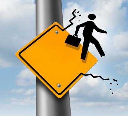 breaking out: Carrera concepto de negocio de la promoci�n como una met�fora de las aspiraciones de empleo como un icono de un hombre de negocios de �ltima hora de un cartel amarillo tr�fico rodado como un s�mbolo de logro de �xito en el trabajo o el liderazgo