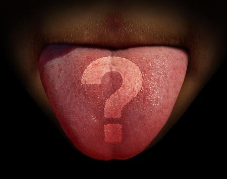 Eten vragen en allergie spanning met een close-up van een menselijke tong met een vraagteken ingebed op de smaakpapillen als een dieet en voeding symbool van allergieën en voedsel verwarring over wat te eten voor een gezond leven Stockfoto