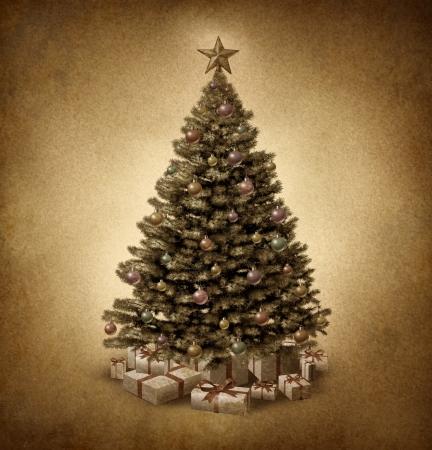 seasonal symbol: Viejo �rbol de Navidad de moda en pergamino textura grunge de papel vintage con bolas decorativas adornadas tradicionales y regalos con cintas y arcos como un s�mbolo cl�sico de la temporada de invierno y la celebraci�n del a�o nuevo festivo