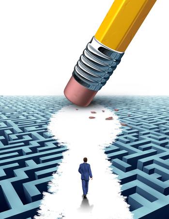 Erstellen Sie die wichtigen Führungs Lösungen mit einem Geschäftsmann zu Fuß durch ein kompliziertes Labyrinth von einem Radiergummi als Schlüsselloch-Symbol als Business-Konzept des innovativen Denkens für finanziellen Erfolg förmigen geöffnet