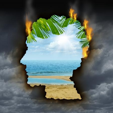 cielo tormenta: Emociones y sentimientos de escape Humanos concepto con un cielo de tormenta gris oscuro, quema de una forma de una cabeza revelando un hermoso paisaje tropical como una met�fora de la relajaci�n del cerebro para superar el estr�s la depresi�n y la ansiedad agujero