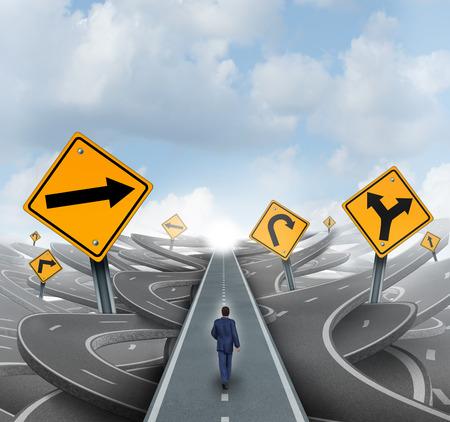Empresario caminando por la confusión y el caos en un camino recto y fácil camino hacia el éxito como una metáfora de negocios para la solución de liderazgo a los desafíos financieros