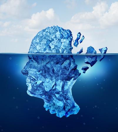 psicologia: Traumatismo cerebral y el envejecimiento o el concepto de daño neurológico como un iceberg flotando en un océano rompiendo como una metáfora de la crisis de la salud para el estrés mental humana y un símbolo para los problemas de la psicología y la psiquiatría