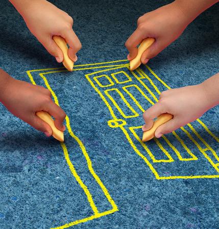 дети: группа руки, представляющие этнические группы молодых людей, занимающих мел сотрудничает вместе как друзья, чтобы нарисовать дверной проем Фото со стока
