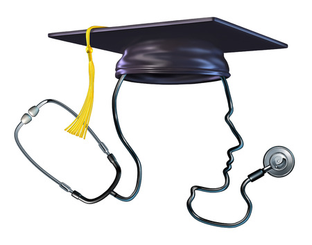 estudiantes medicina: Concepto de la educación médica como médico en forma de una cabeza humana con un sombrero de la graduación o de mortero de junta como una metáfora y símbolo de los estudiantes de la salud o profesor de medicina del hospital estetoscopio