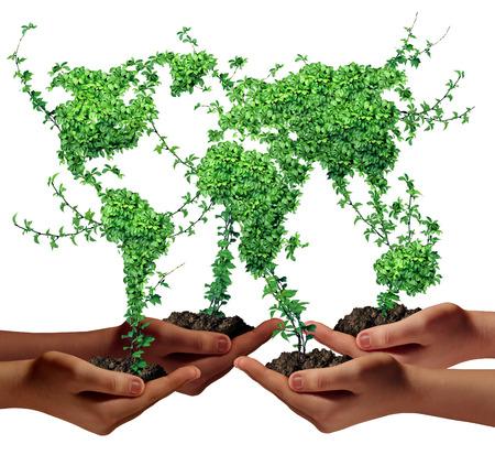 economie: Milieu gemeenschap en business development concept als een groep van wereldwijde etnische mensen handen die groene planten met bladeren in de vorm van de wereld als een metafoor voor een groeiende internationale economie Stockfoto