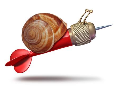 despacio: Paciencia para alcanzar las metas y lento concepto de negocio estrategia y planificación retrasa metáfora con una forma como un dardo rojo como símbolo del caracol