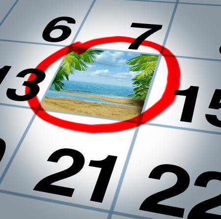 calendario: Plan de vacaciones viajando concepto y la planificación de su viaje como un recordatorio de la fecha del calendario con una playa y de palma soleados árboles destacó con un marcador de color rojo como símbolo de la planificación de un relajante y divertido evento de vacaciones Foto de archivo
