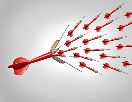 financial metaphor: El aumento de las oportunidades econ�micas de la innovaci�n como un concepto de negocio como un dardo rojo volando con la abertura de la punta y la liberaci�n de un gran grupo de dardos m�s peque�os como una met�fora financiera para aumentar la probabilidad de golpear a su objetivo y el logro de metas Foto de archivo