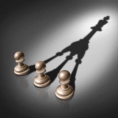 Samen succes de krachten te bundelen business concept voor team leiderschap strategie als drie schaken pion stukken werpen een fuserende schaduw in de vorm van de koning die teamwork samenwerking en succesvolle groep planning Stockfoto