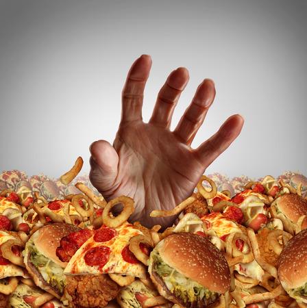 L'obésité et le surpoids notion que la main d'une personne sortant d'un tas de malsain restauration rapide et d'atteindre désespérément pour l'alimentation et les régimes amaigrissants aide comme un symbole de mauvaises proplems de nutrition