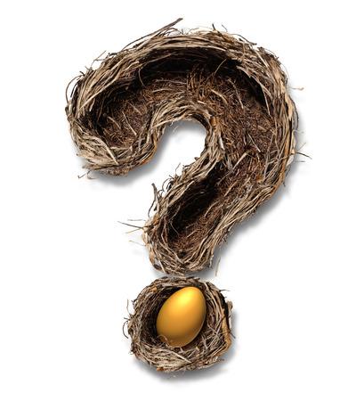 financial metaphor: Preguntas ahorros para la jubilaci�n y los ahorros como un concepto de negocio de planificaci�n financiera con una forma como un signo de interrogaci�n con un huevo de oro sobre un fondo blanco met�fora nido de p�jaro