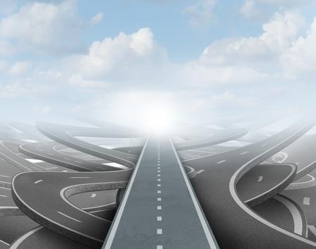 vision futuro: Concepto de estrategia de Claro como una carretera recta a través de caminos confusos para lograr el éxito en el futuro como un símbolo de la visión de negocio y la planificación para resolver el laberinto