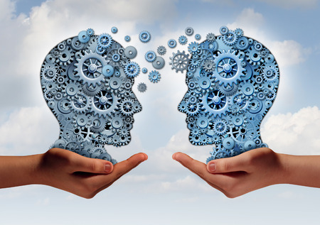 psicologia: Concepto de tecnología de negocios como dos manos que sostienen un grupo de engranajes de la máquina en forma de una cabeza humana como símbolo y metáfora de la transferencia de información de la industria o la formación corporativa.