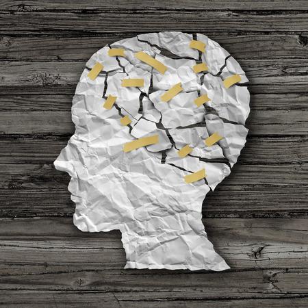 la thérapie des maladies du cerveau et le concept de traitement de la santé mentale comme une feuille de papier blanc froissé déchiré collées ensemble en forme de profil de côté d'un visage humain sur le bois comme un symbole pour la chirurgie de la neurologie et de la médecine ou de l'aide psychologique.
