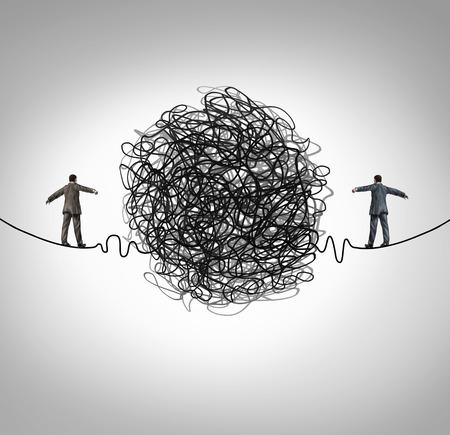 scheidingslijnen: Partnerschap probleem en zakelijke confrontatie begrip als twee mensen uit het bedrijfsleven lopen op een hoge draad gespannen koord met een verwarde groep van draad obstakel verdelen van de ondernemers als een crisis metafoor voor professionele relatie stress.