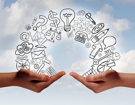 capacitaci�n: El concepto de intercambio de negocios como las dos manos humanas de diversas culturas que intercambian informaci�n y formaci�n financiera y econ�mica como una met�fora para el �xito del equipo. Foto de archivo