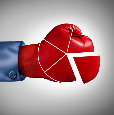 경제의 경쟁력을 잃고위한 상징으로 금융 원형 차트 다이어그램으로 모양의 빨간 권투 장갑과 같은 경쟁 시장 점유율 손실 비즈니스 개념입니다.