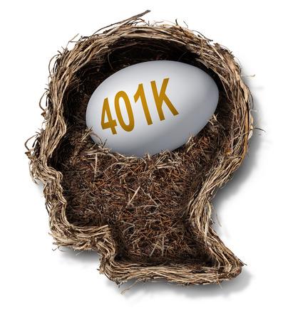 fondos negocios: Concepto financiero 401k plan como un nido de huevos de inversión de fondos de pensiones en una forma de una cabeza humana como una planificación de las finanzas riqueza y símbolo de presupuestos nido de pájaro.