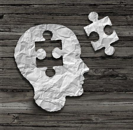 enfermedades mentales: Puzzle cabeza cerebro concepto como un perfil de rostro humano a partir de papel blanco arrugado con una pieza del rompecabezas recorta sobre un fondo de madera r�stico antiguo como s�mbolo de salud mental.