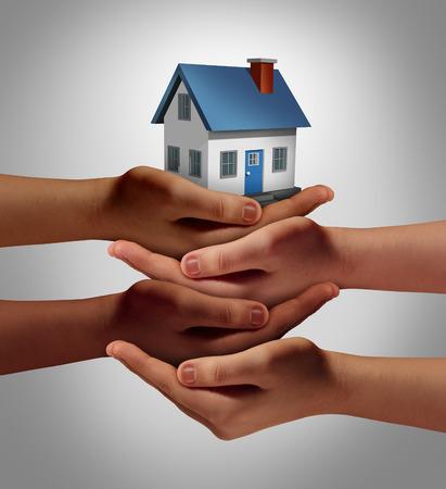relaciones humanas: Concepto de vivienda comunitaria y apoyo al prójimo o barrio símbolo reloj como un grupo conectado de manos diversas de apoyo y la celebración de una casa de familia como una metáfora de los amistosos habitantes.