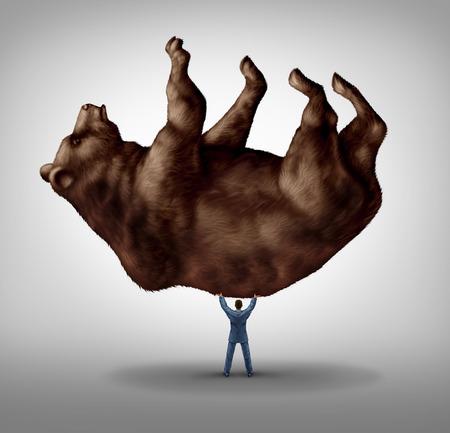 Verkopen van aandelen en het investeren pessimisme en financiële zakelijk leiderschap als een recessie angst begrip als een take lading zakenman het optillen van een reusachtige beer als een icoon voor de conservatieve bearish investeerder in een markteconomie. Stockfoto