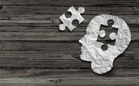 Symbole de la santé mentale et le concept Puzzle tête de cerveau comme un profil de visage humain fabriqué à partir de papier blanc froissé avec une pièce de puzzle découpées sur une double page vieille rustique répandre horizontale fond du bois.