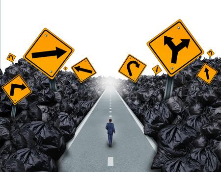 basura: Basura direcci�n concepto y s�mbolo del medio ambiente como una persona que camina en una carretera recta con signos de corte a trav�s de un fondo con bolsas de basura como una met�fora de la esperanza mundial de gesti�n de residuos para el futuro. Foto de archivo