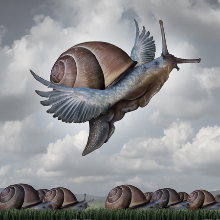 innovacion: Concepto Advantage como una metáfora de negocios con un grupo surrealista de caracoles arrastrándose lentamente en el suelo en contraste con un caracol volar con las alas como símbolo de la innovación competitiva y de elevarse por encima del resto. Foto de archivo